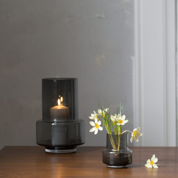 Ro Collection Hurricane Teelicht und Vase in smoked grey